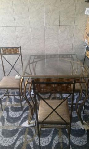 Conjunto de mesa de vidro com 4 cadeiras
