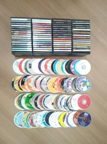 Lote com 172 CDs Originais dos anos 90 em perfeito estado