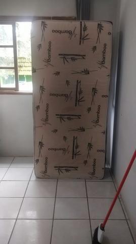Vende-se uma cama box de solteiro usada