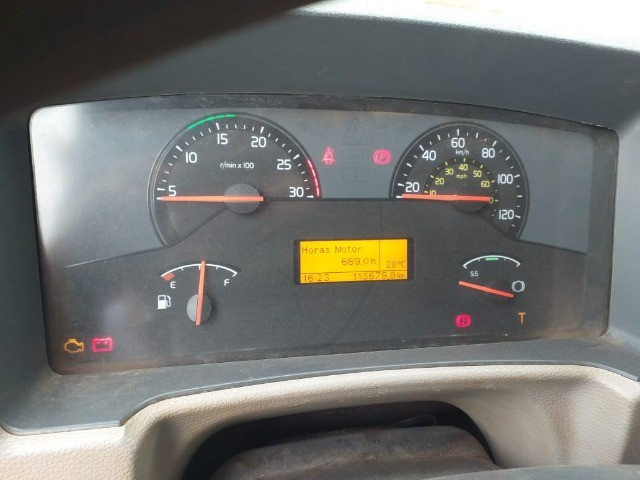 Caminhão Basculante Volvo VM 330 - Foto 4