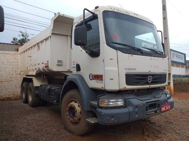 Caminhão Basculante Volvo VM 330 - Foto 2