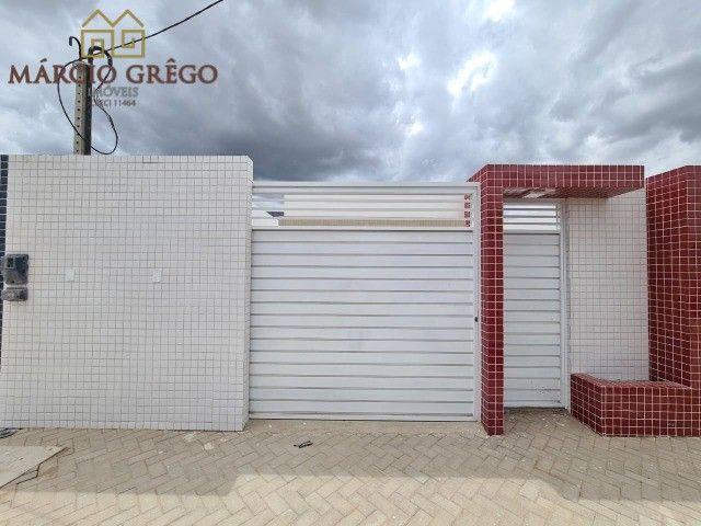 Casa à venda no bairro Alto do Moura com 2quartos, sendo 1 suíte.