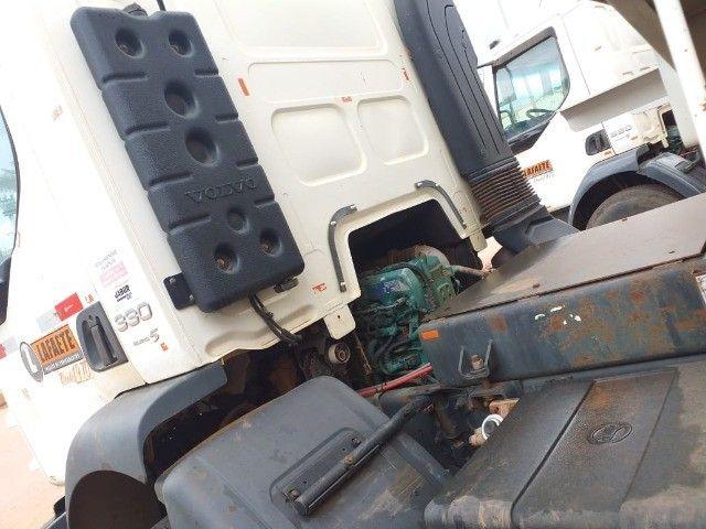 Caminhão Basculante Volvo VM 330 - Foto 15