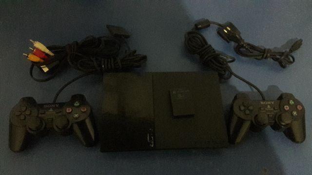 PlayStation 2 semi-novo pegando apenas no pen drive