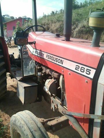 Trator original muito bom pneus zero funciona tudo novinho