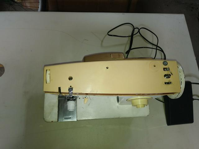 Máquina de Costura Singer Zig Zag 247 (220 volts)