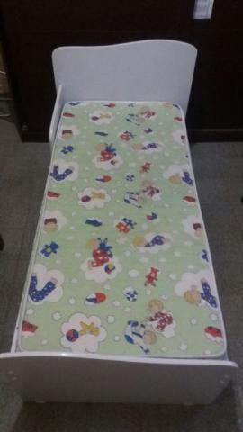 Mini cama e colchão