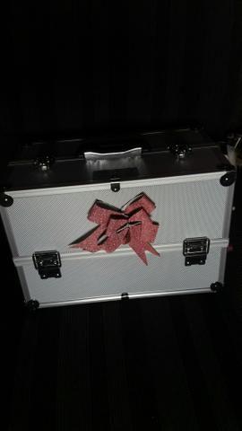 Vendo essa maleta de maquiagem da marca MARCO BONI nuca usada