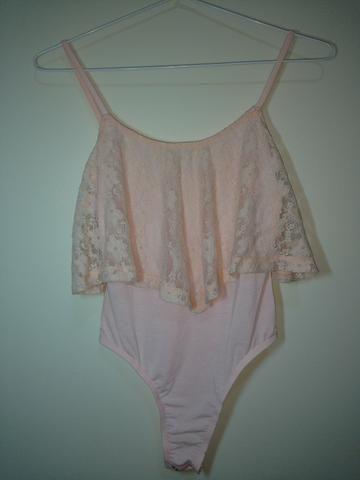 Body rosa bebê com renda - Tamanho PP