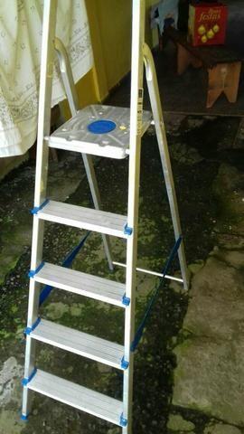 Escada pouco usada