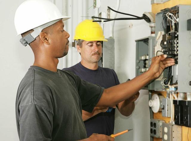 Eletricista trabalhamos sábado e domingo ligue agora