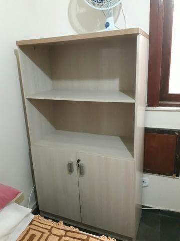 Armário/ estante modelo escritório