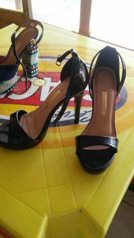 Vendo esses 2 pares de sapatos 1 número 35 outro 36