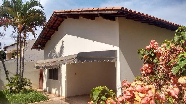 Casa-Av. Princesa Izabel - Bairro Jardim - próximo a Escola Teófilo Martins