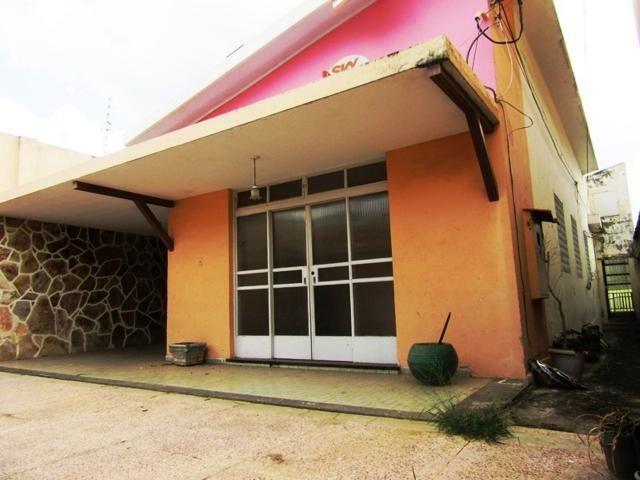 Casa ampla c/ habitese no p. eustáquio, próx. a nino. 04 vgs livres, 04 qts, 03 banhos.
