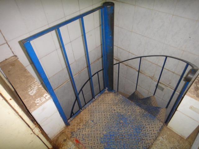 Escada caracol / semi-nova