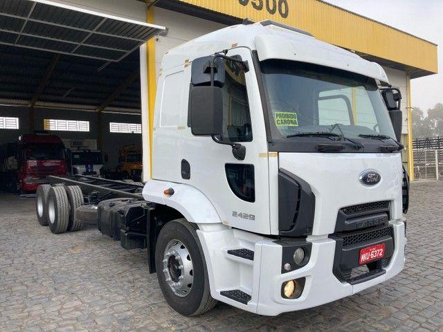 Caminhão cargo 2428