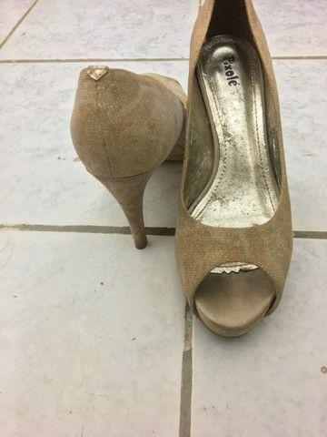 Sapatos dourado - Foto 3