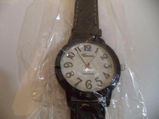 Relógio de pulso unissex - novinho - barato e diferente