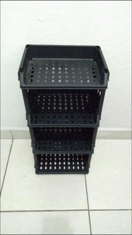 Pequeno armario organizador multiuso em plástico
