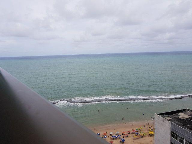 Apt em Boa Viagem na quadra do mar, andar alto linda vista