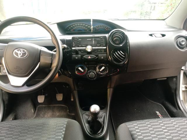 Toyota Etios hatch 1.3x prata 15/15 em Juiz de Fora -MG - Foto 6