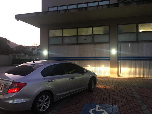Vendo ou troco Honda Civic com teto solar e gnv com apenas 40 mil km imperdível - Foto 7