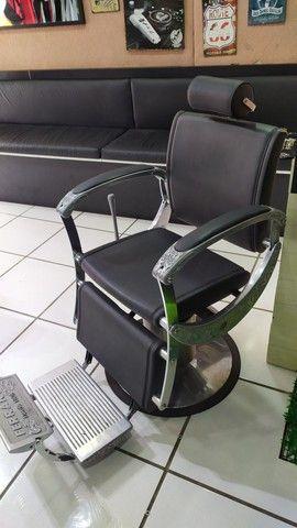 Vendo cadeira de barbeiro - Foto 4