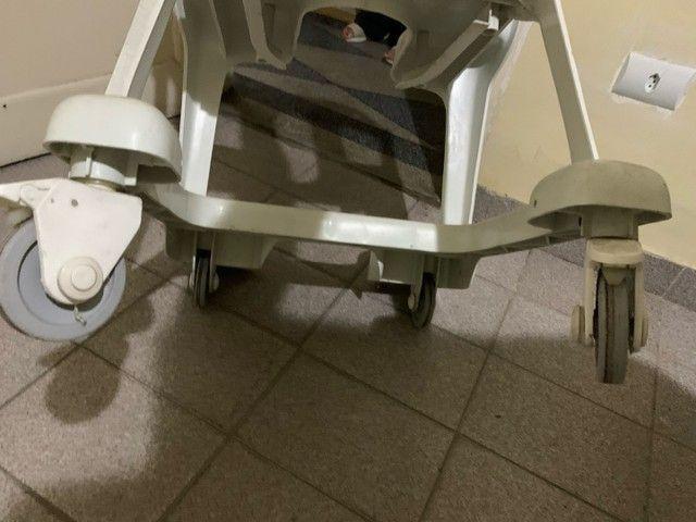 Cadeira de rodas em PVC - Foto 5