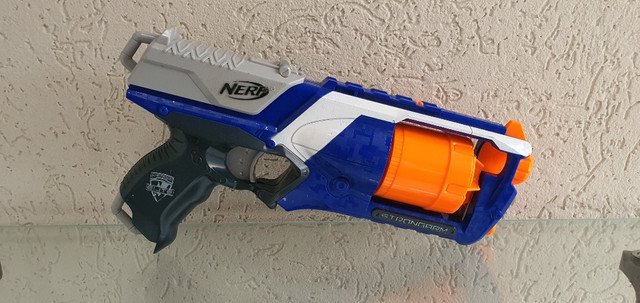 Nerf Strongarm usada