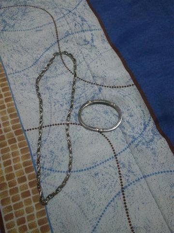 Vendo uma corrente inox nova e uma pulseira de inox com detalhes em ouro