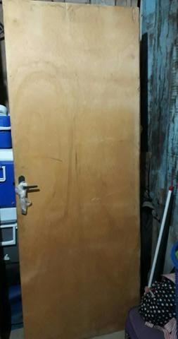 Vendo porta com fechadura