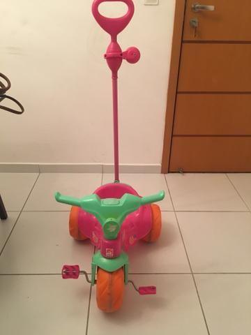 Motoca infantil com cabo removível