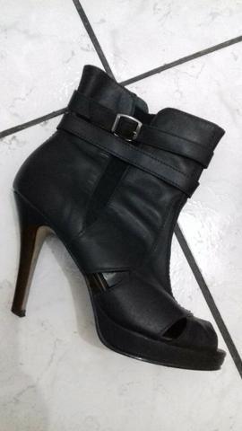 Ankle boot semi-nova n*35