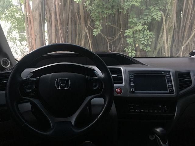 Vendo ou troco Honda Civic com teto solar e gnv com apenas 40 mil km imperdível - Foto 9