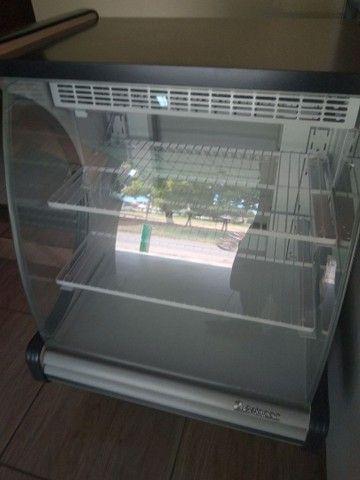 Vitrine refrigerada para bolos, nova com 1 mês de uso - Foto 2