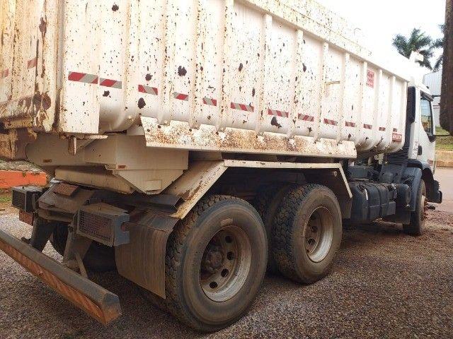 Caminhão Basculante Volvo VM 330 - Foto 20