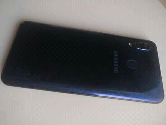 Samsung A20 seminovo