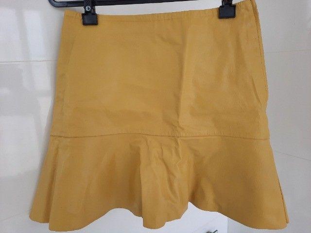 Saia evasê amarela, 100% couro, Colcci - Foto 2