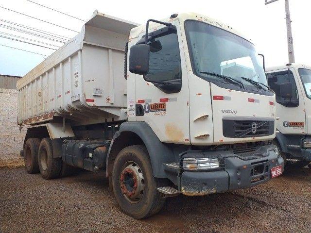 Caminhão Basculante Volvo VM 330 - Foto 7
