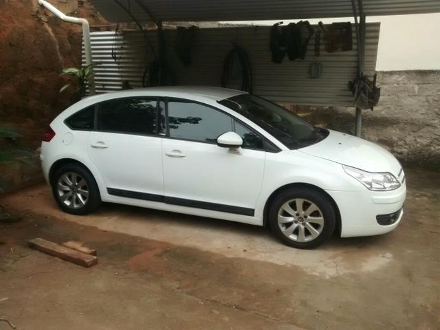 C4 Hatch branco