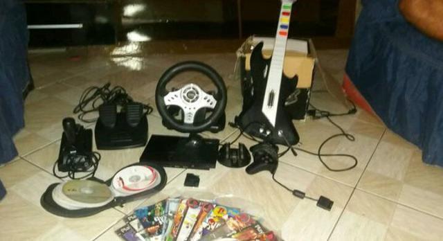 PlayStation 2 mais volante e guitarra completo