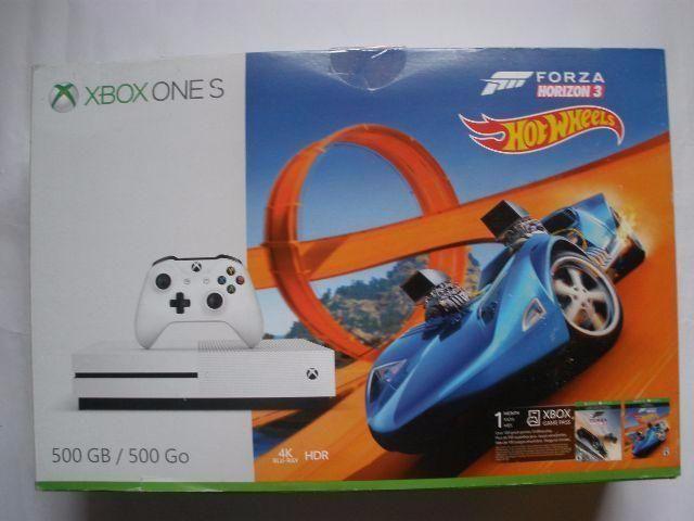 Xbox One 500GB com Forza Horizon - aceitamos video games como parte do pagamento