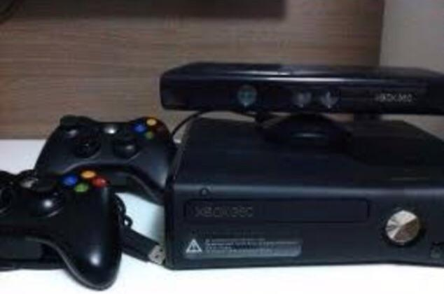 Vendo Xbox 360 + kinnect+ 2 controles sem fio ,+case com alguns jogos , (barbada)