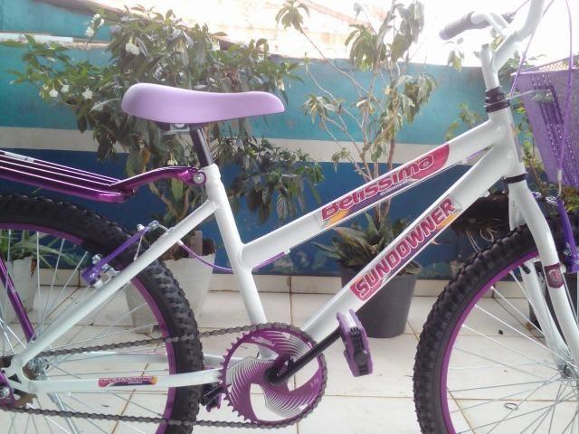 Bicicleta Aro 24 Feminina c/ Bagageiro, Branco c/ Violeta - Foto 3