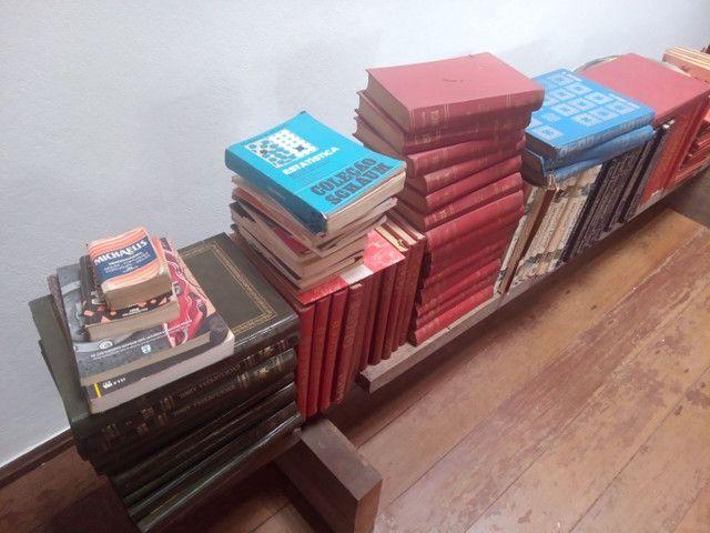 Vendo dezenas de livros antigos - Foto 2