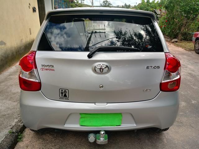 Toyota Etios hatch 1.3x prata 15/15 em Juiz de Fora -MG - Foto 3