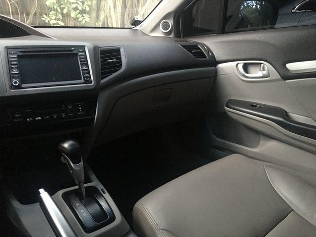 Vendo ou troco Honda Civic com teto solar e gnv com apenas 40 mil km imperdível - Foto 10