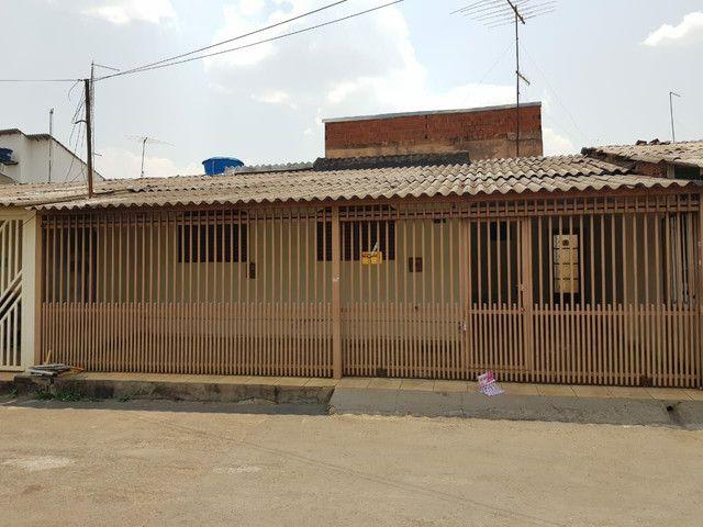 QNP 14 VALOR: 210.000,00 CASA DE 3 QTOS . SUITE + CASA DE FUNDOS  - Foto 3