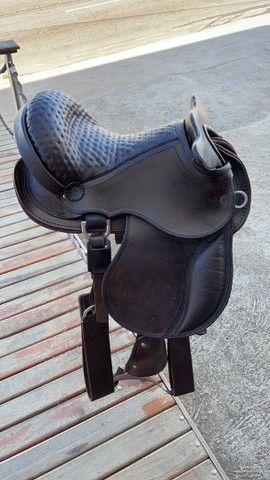 Selas e arreios para montaria em cavalos traias  - Foto 6